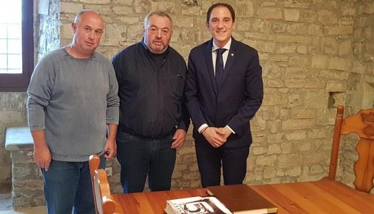 El subdelegat del govern a Lleida, Sr. José Crespin Gómez, ha visitat el municipi de Les Oluges