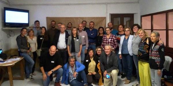 Fotografia dels participants a la Taula de Treball a Les Oluges al Cafè La Unió.