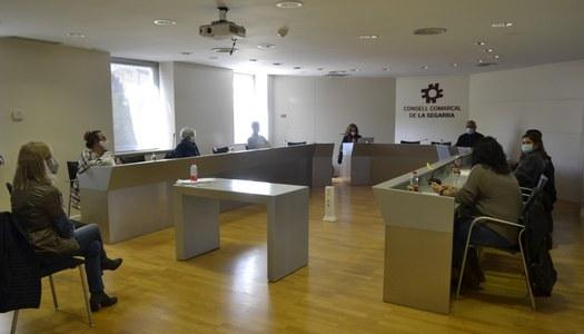 """Voluntàries de les Oluges prenen part en les sessions grupals de """"Diagnosi de les xarxes veïnals de suport als municipis petits"""""""